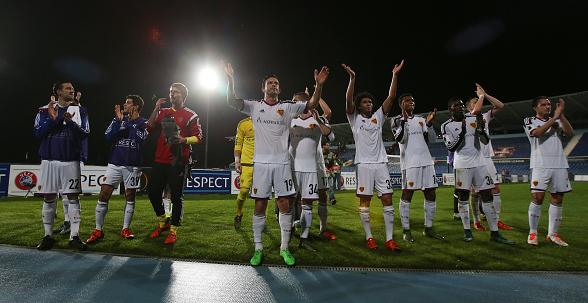 Игроки Базеля празднуют победу в Лиге Европы над Белененсешом